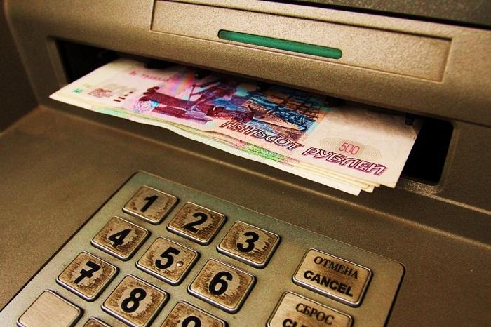 Стоит ли брать деньги, забытые кем то в банкомате